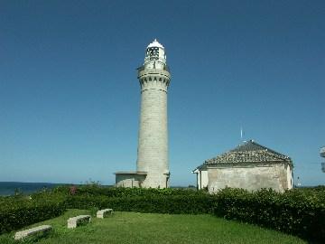 角島の先端部分は公園化されていて、その中に灯台がありますが、島の先端部分にあるわけではありません。